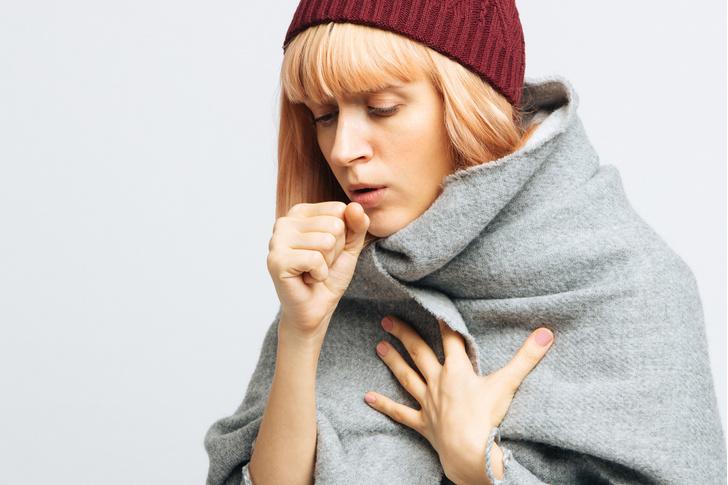 Фото №1 - Действительно ли от холодного болит горло? Обсуждаем с ЛОРом самые частые заблуждения