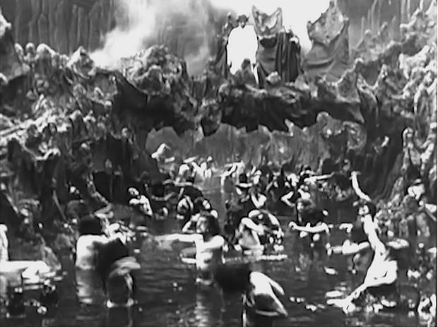 Фото №4 - Самые первые фильмы ужасов разных стран