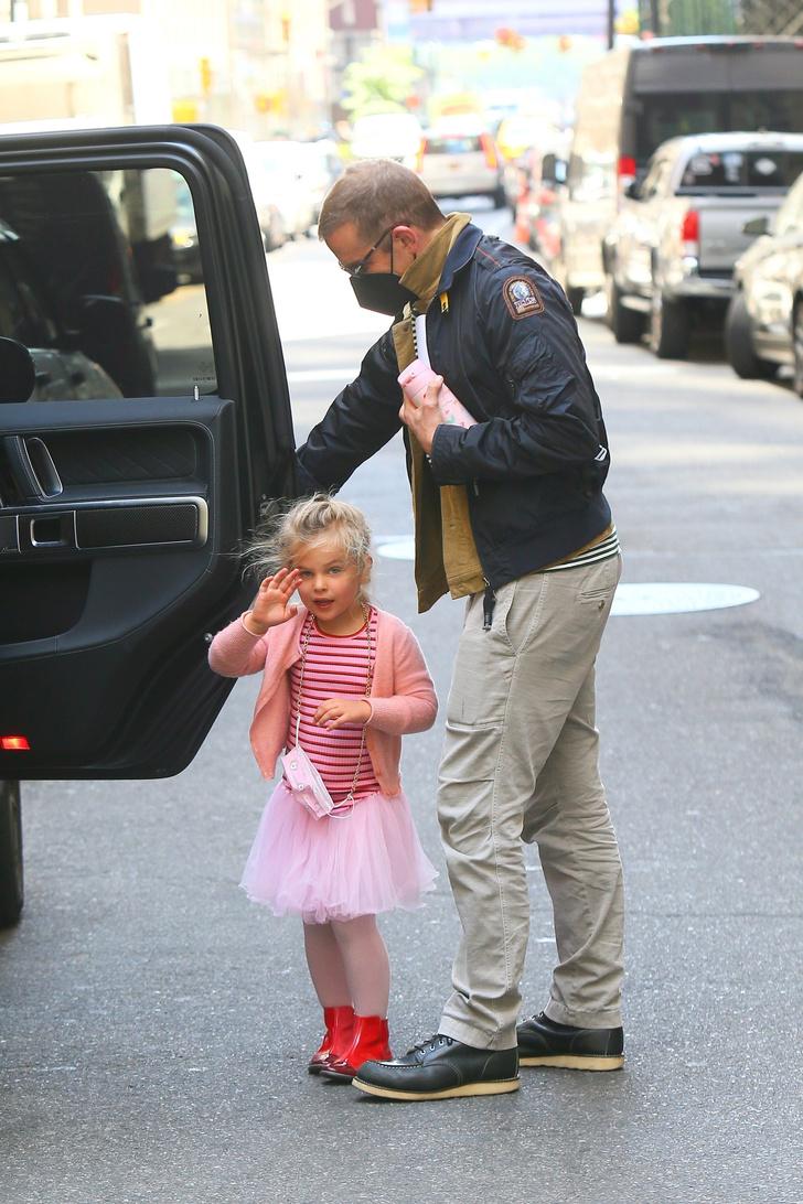 Фото №3 - По четвергам принцессы носят тельняшки: очень милая Лея Купер Шейк в компании звездного папы