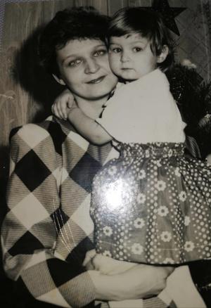 Фото №10 - Раньше взрослели быстрее? 30 фото советских мам и их дочек в одном возрасте