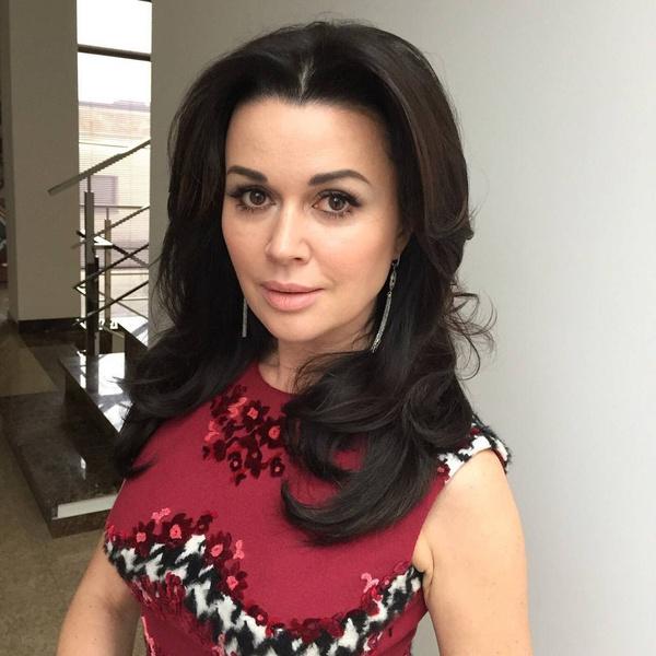Фото №1 - Поклонники Заворотнюк переживают, что родственники актрисы не выходят на связь больше месяца