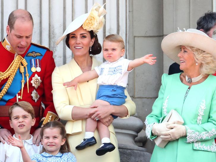 Фото №4 - Любимая бабушка: почему у Елизаветы лучше выходит общаться с детьми Кембриджей, чем у Камиллы