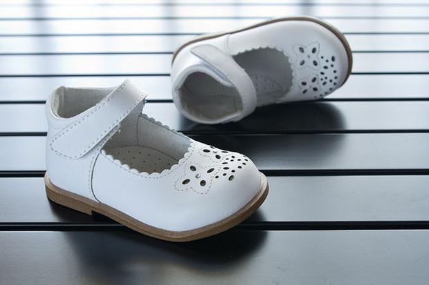 Фото №2 - Топает малыш: 5 практических советов как выбрать обувь на первые шаги