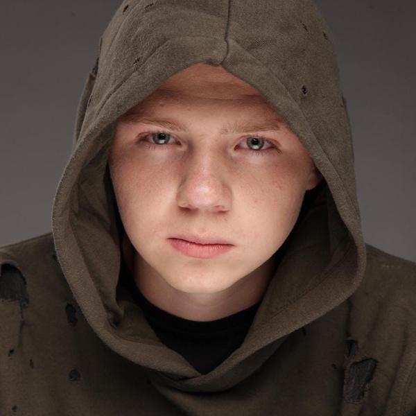 Фото №4 - Интервью: актер Саша Новиков из «Подслушано»— про работу, соцсети и девушек
