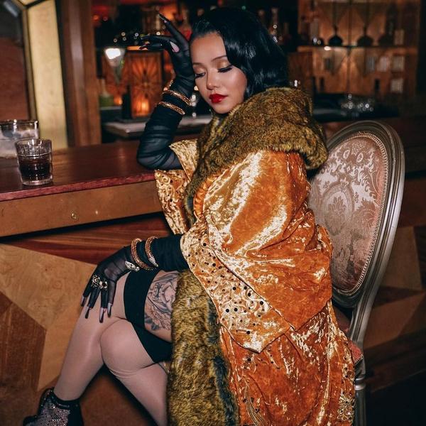 Фото №1 - Страшно красиво: самые стильные прически и макияжи Беллы Порч из клипа «INFERNO»