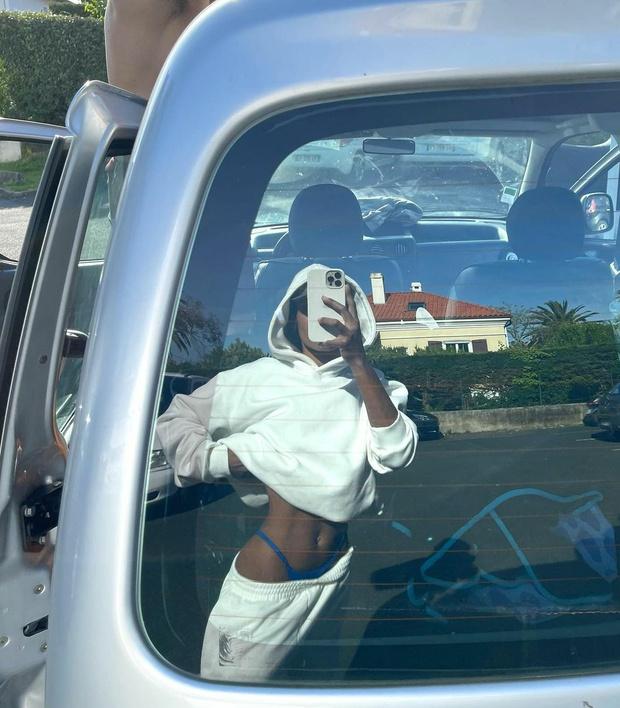 Фото №2 - Бикини наружу: Тина Кунаки показала, как эффектно носить спортивный костюм, чтобы вас запомнили