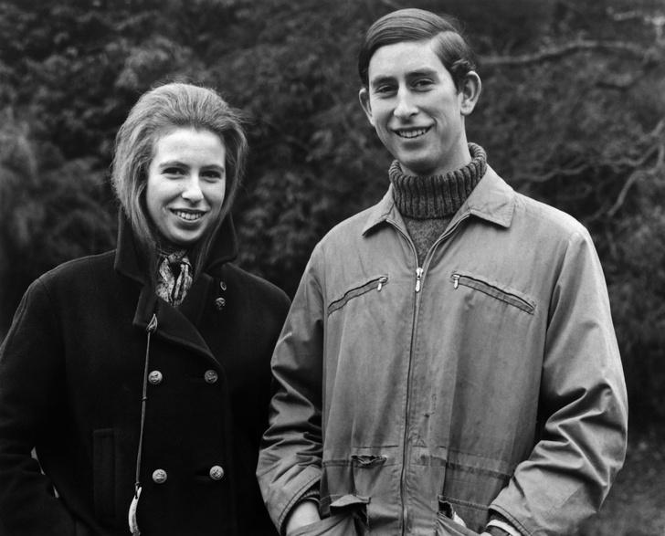 Фото №1 - Старший брат: самые трогательные фото принца Чарльза с принцессой Анной