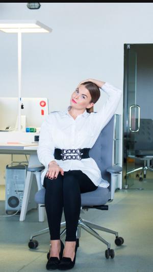 Фото №5 - Для самых занятых: разминка, которую можно делать, не вставая со стула (почти)