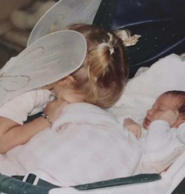 Фото №3 - 40 доказательств любви: редкие фото, которыми поздравили Беллу Хадид ее мама и сестра