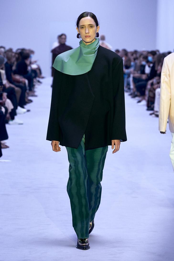 Фото №9 - Что, как и с чем носить весной 2022: свежие идеи с Недель моды