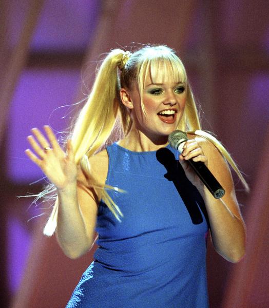 Фото №18 - Золотой зуб, блестки и эпатаж: как изменились солистки группы Spice Girls
