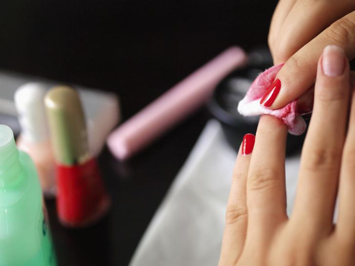 Чем снять гель лак с ногтей