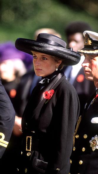 Фото №9 - Подражая Диане: культовые образы принцессы Уэльской, которые повторили Кейт и Меган