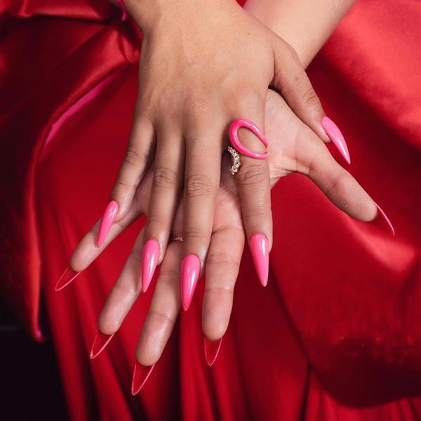Фото №2 - Двусторонний маникюр: самый модный нейл-дизайн осени от Камилы Кабелло 💅