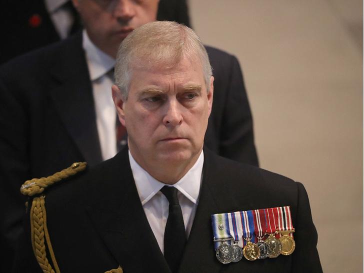 Фото №4 - Недостойное поведение: почему из-за Гарри и Эндрю никто не смог надеть военную форму на похороны принца Филиппа