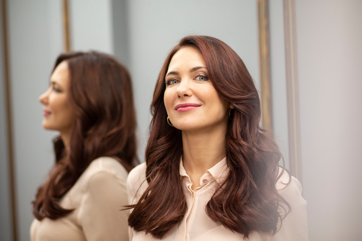 Фото №1 - «Когда вижу Анджелину Джоли, мне хочется плакать»: Екатерина Климова о том, как строит счастье семьи своими руками