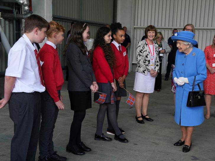Фото №2 - 7 строгих правил, которые должен помнить каждый, кто лично встречается с Королевой