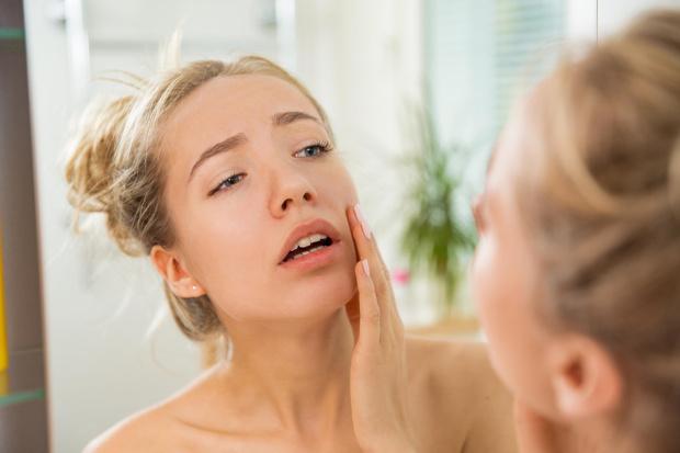 Фото №1 - Косметолог объяснила, какой признак на лице требует срочной помощи