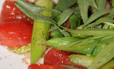 Майский овощной салат с помидорами и спаржей