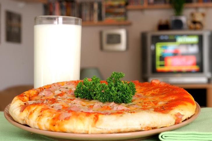 Фото №1 - Во время просмотра телевизора люди больше едят