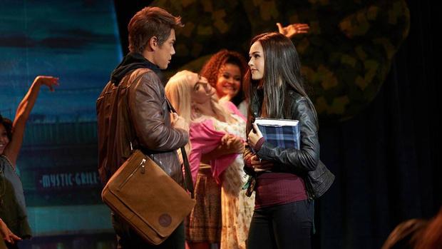 Фото №2 - Смотреть обязательно: сериал «Наследие» поставил мюзикл по «Дневникам вампира» про Елену, Стефана и Деймона