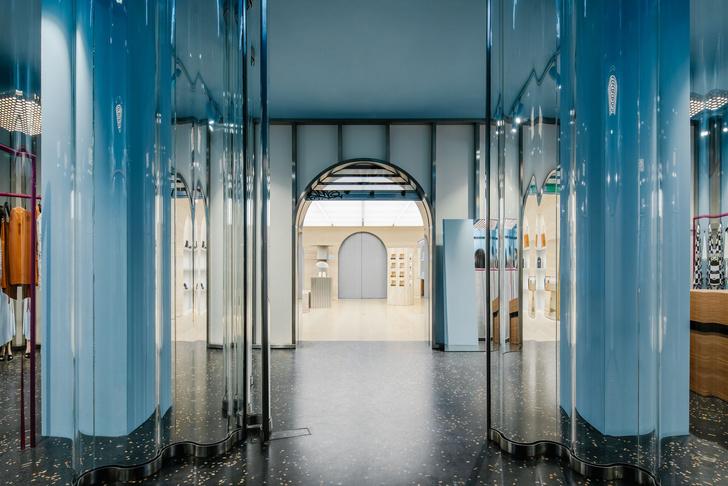 Фото №1 - Флагманский бутик Off-White в Париже