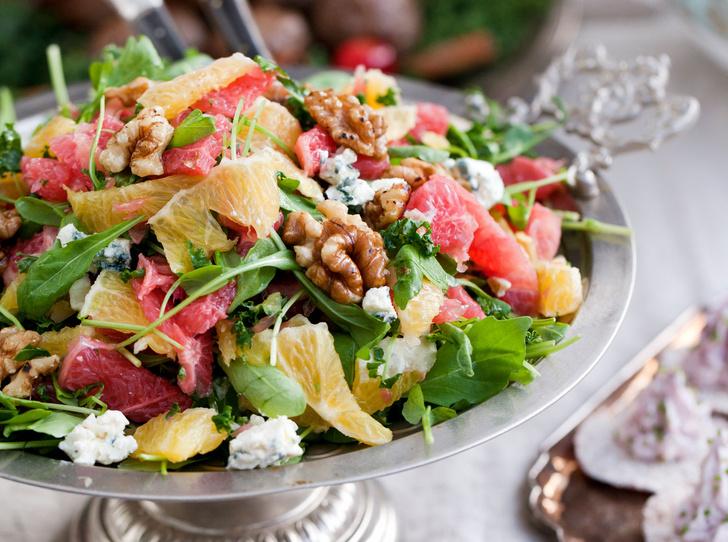Фото №1 - Не «оливье» единым: три новых новогодних салата