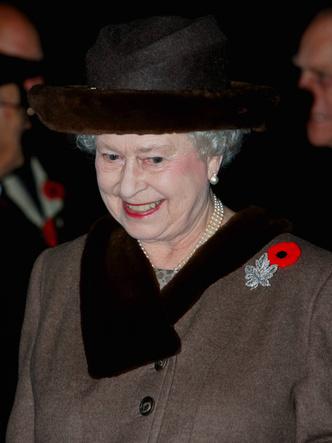 Фото №2 - Особое отношение: какой чести Королева удостоила Камиллу и Кейт (но не Меган)