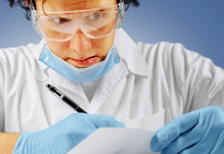 Пять примеров самых неразборчивых записей, сделанных врачами