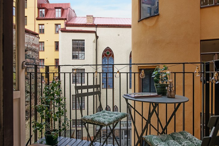 Фото №15 - Маленькая скандинавская квартира со спальней на антресоли