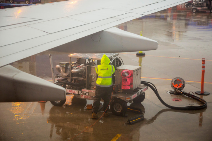 Фото №1 - Пластиковые отходы научились превращать в авиакеросин