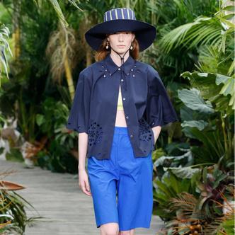 Фото №21 - Панамы, шляпы, кепки: самые модные головные уборы лета 2021
