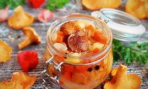 Салат с лисичками в банке на зиму