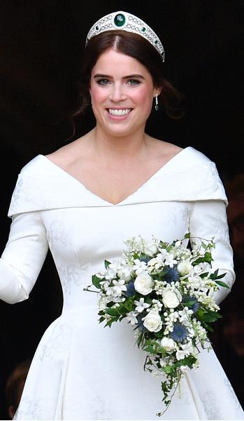 Фото №29 - Самые знаменитые свадебные платья Виндзоров: неудачные, смелые и даже бодипозитивные