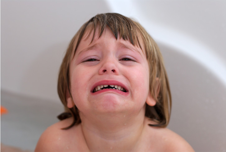 ребенок боится воды что делать, страх воды, как купать ребенка, ребенок боится мыть голову
