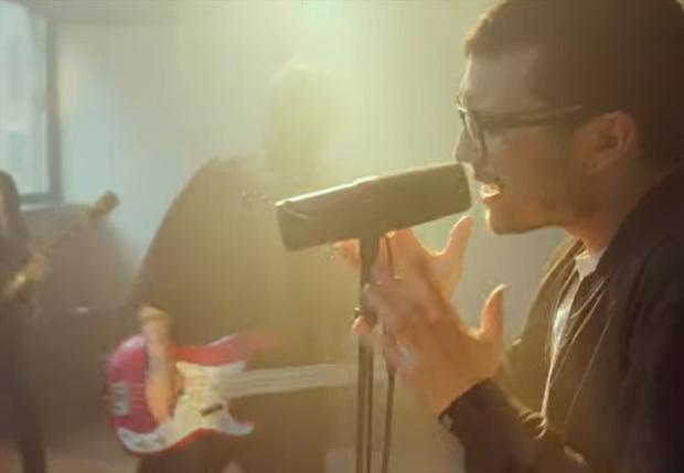 Фото №1 - Российская рок-группа перепела песню про третье сентября на мотив Linkin Park (видео)