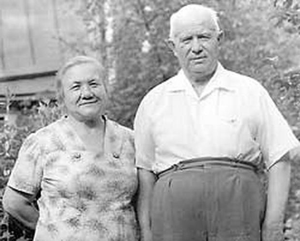 Фото №27 - Обманчивая внешность: все о жизни Валерии Голубцовой и Нины Кухарчук — сильных женщинах, которые незаметно правили страной руками своих мужей