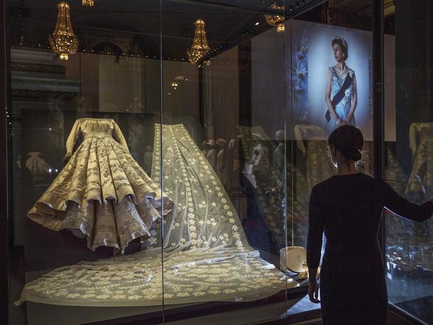 Фото №10 - Внутри королевского шкафа: как создается и где хранится одежда Елизаветы II
