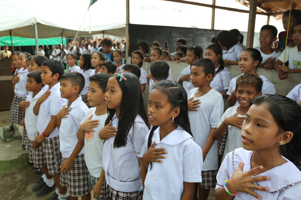 Фото №17 - Школьная форма: халаты, сари и короткие юбки