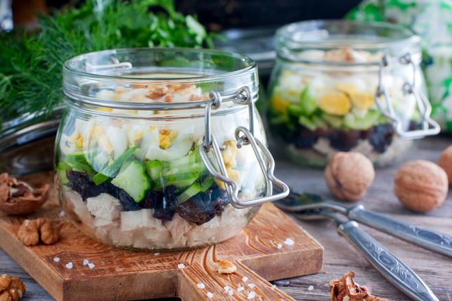 салат с курицей и черносливом рецепт с фото