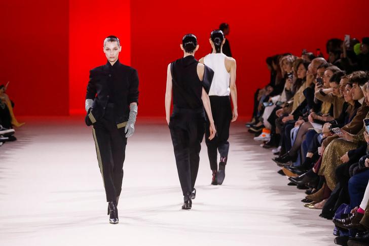 Фото №45 - 7 запоминающихся шоу на Неделе моды в Париже