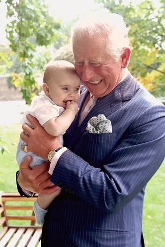 Фото №2 - Идеальный дедушка: самая трогательная традиция принца Чарльза и его внуков