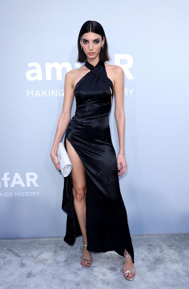 Фото №4 - Total black: 13 самых роскошных черных платьев на amfAR 2021