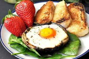 Фото №22 - 7 необычных и простых рецептов яичницы к завтраку