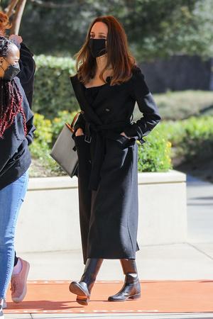 Фото №8 - Почему Анджелина Джоли — снова икона стиля, или Что такое luxe purism