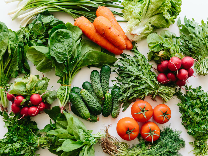 Фото №2 - Домашний огород: 5 овощей, которые вы можете вырастить на подоконнике