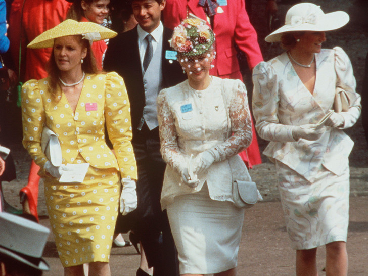 Фото №18 - Одним цветом: как королевские особы носят монохромные образы— 30 вдохновляющих примеров