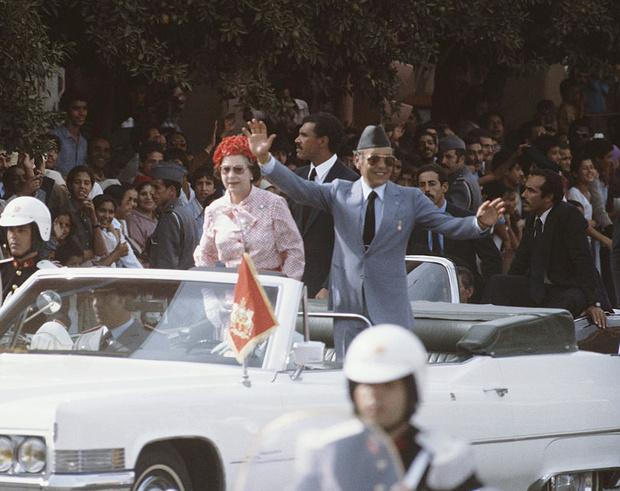 Фото №3 - Все не по плану: история самого сложного королевского тура Елизаветы II