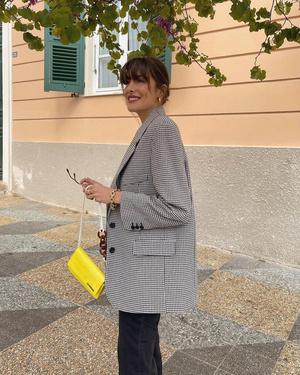Фото №2 - Где купить любимый пиджак француженки Жюли Феррери?