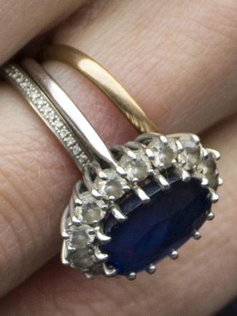 Фото №5 - Как изменилось помолвочное кольцо Дианы, когда оно перешло к Кейт